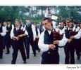 festa tradizionale brettone cornamuse costumi tipici folclore musicisti penisola di quiberon bretagna francia
