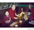 monaci buddisti preghiere monastero di darjeeling religione budda sikkim india